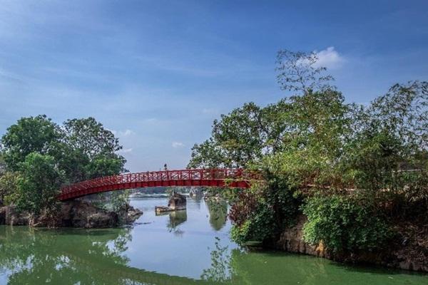 Khung cảnh thiên nhiên xanh mát của khu du lịch