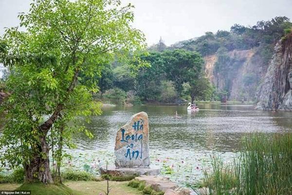 Hồ Long Ẩn - linh hồn của khu du lịch