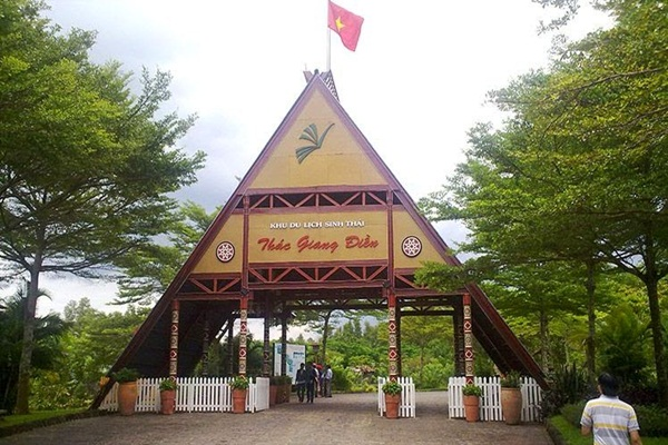 Cổng chào khu du lịch