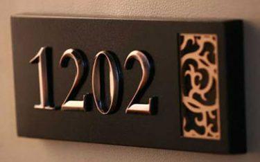 Các địa chỉ cung cấp làm biển số phòng khách sạn uy tín