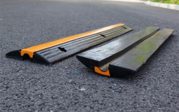 Tại sao nên mua và lắp đặt gờ giảm tốc trên đường bằng cao su?