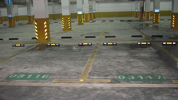 Tầng hầm là nơi được lắp nhiều ốp phản quang nhất