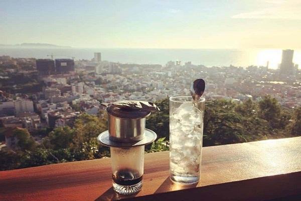Thưởng thức cà phê trên ngọn hải đăng