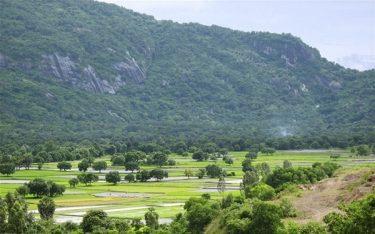 Núi Cấm Sơn – kỳ quan thiên nhiên nằm giữa lòng Hà Giang