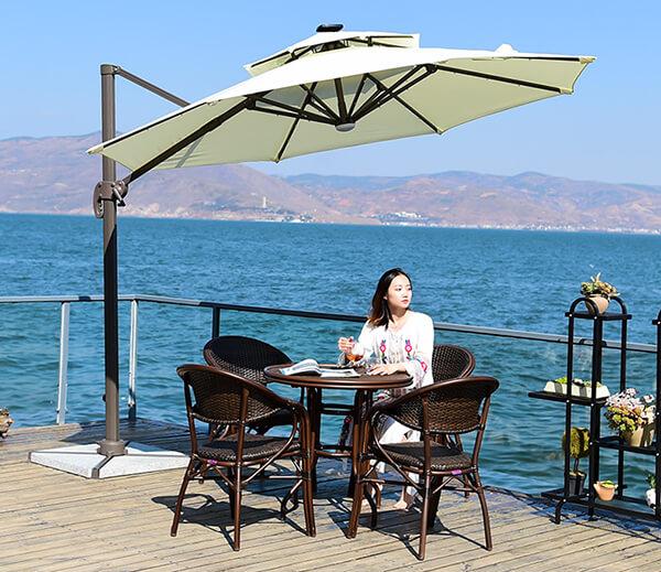 Dù lệch tâm còn được trang bị cho những quán cà phê bên cạnh bờ biển