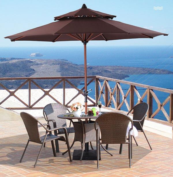 Mẫu ô dù bát giác sử dụng trong quán cà phê bên bãi biển