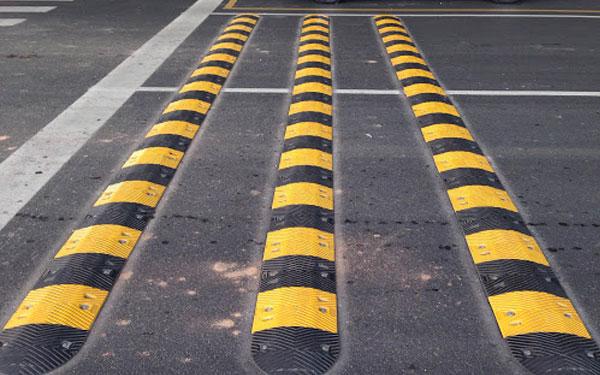 Quy định về gờ giảm tốc liên quan đến vấn đề chất liệu cần được quan tâm