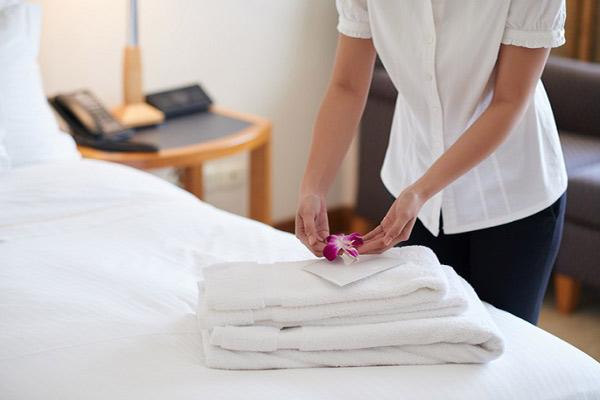 Nội thất đồ vải trong resort thường có màu trắng