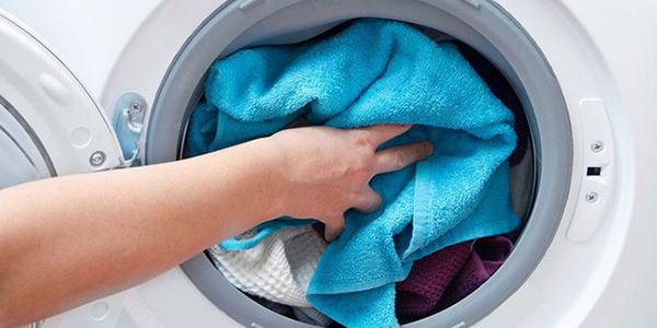 Giặt khăn thường xuyên giúp loại bỏ vi khuẩn