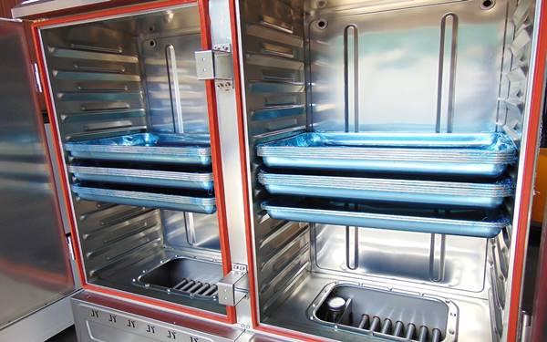 Sau khi nấu cơm, hãy vệ sinh, lau chùi tủ, khay đựng thật sạch sẽ để sẵn sàng cho lần hoạt động tiếp theo