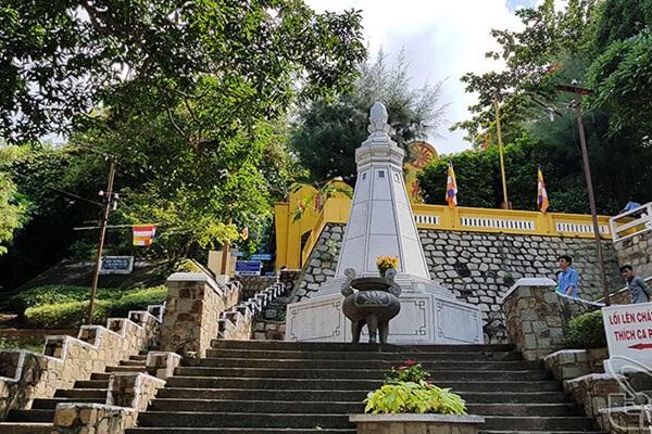Đường đi lên viếng thăm chùa