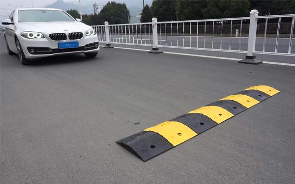 4 thiết bị giảm tốc độ giao thông được sử dụng phổ biến hiện nay