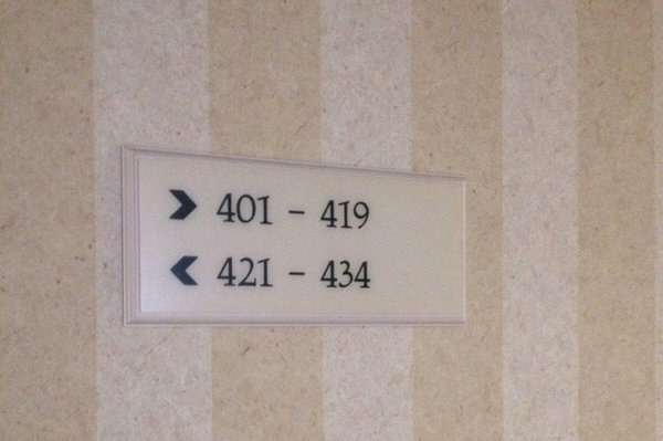 Nhiều khách sạn bỏ qua địa chỉ 420 khi thiết lập chỉ dẫn số buồng phòng