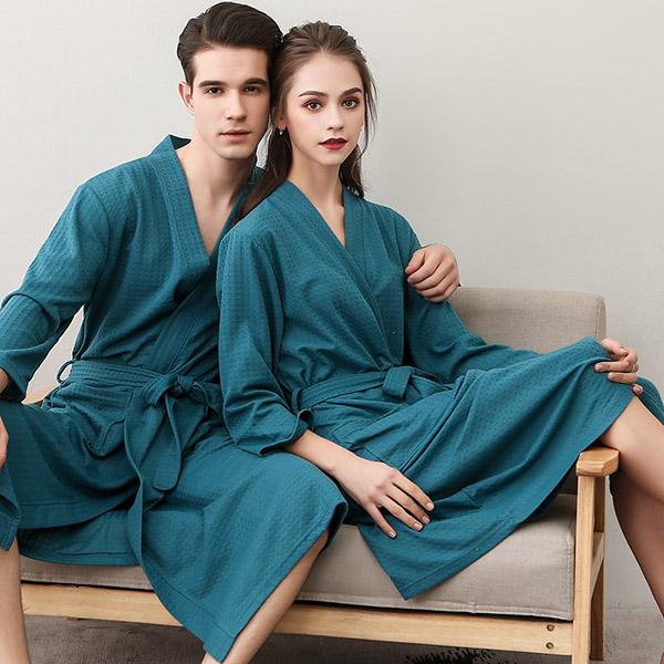 Kiểu áo choàng tắm có thiết kế Kimono có dây thắt tiện lợi cho người sử dụng
