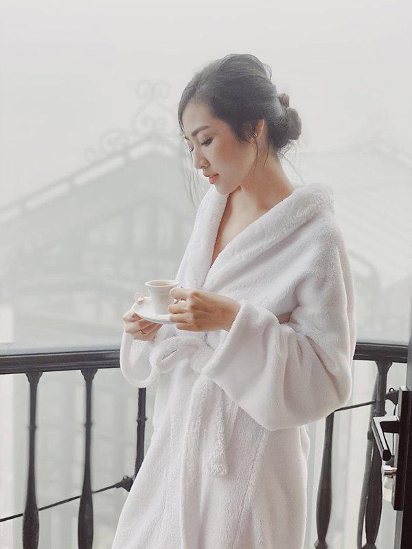 Các khách sạn thường sử dụng áo choàng tắm có tông màu trắng