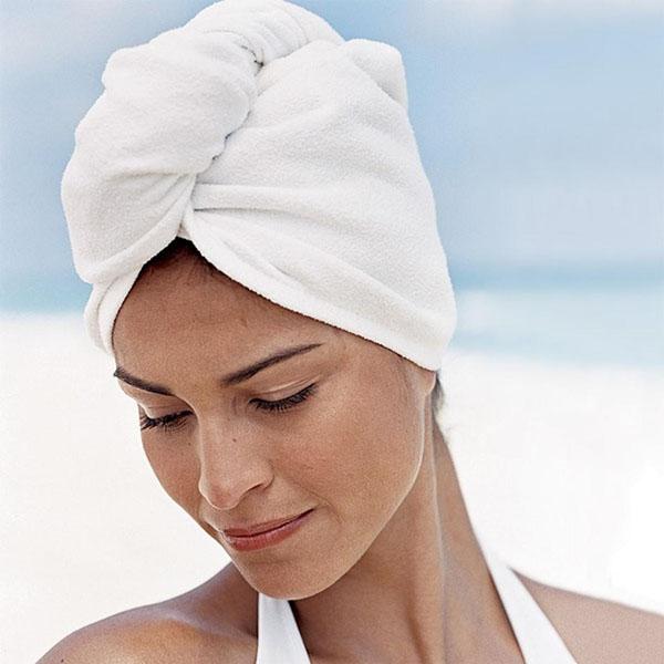 Cách quấn khăn tắm bao đầu nhanh chóng và tiện lợi