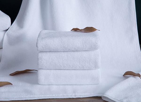 Hình ảnh khăn tắm dùng trong khách sạn cao cấp