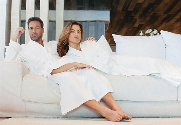 Các khách sạn thường chọn áo choàng tắm có màu trắng cho không gian phòng tắm