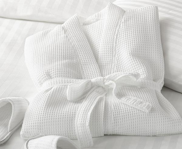 Chất liệu áo choàng tắm thường được sử dụng là cotton, vải bông, vải lụa