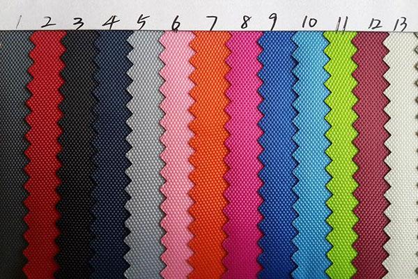 Vải nỉ có nhiều màu sắc và thành phần khác nhau