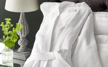 Áo choàng tắm loại nào tốt? Gợi ý kiểu dáng áo choàng tắm đẹp nhất