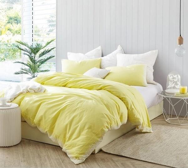Nếu muốn tạo điểm nhấn chỉ với giường ngủ, hãy thử chọn bộ chăn ga gối này xem sao