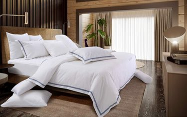 50+ mẫu chăn ga gối đệm đẹp cho khách sạn, resort 5 sao