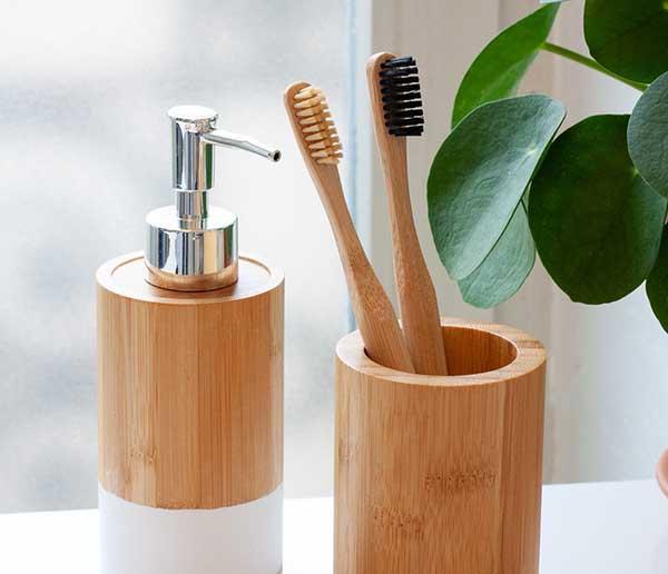 Các đồ dùng làm từ chất liệu thiên nhiên
