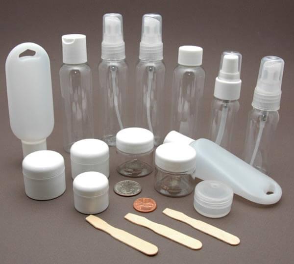 Dầu gội, sữa tắm và các chất lỏng nếu muốn mang lên máy bay cần cho vào lọ nhỏ 100ml