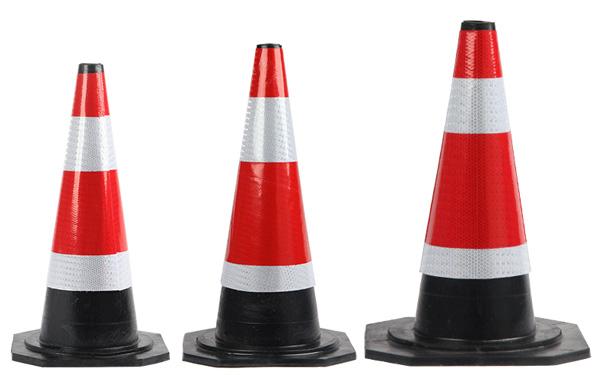 Cọc tiêu giao thông hình chóp được sử dụng nhiều trong các công trình