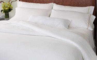 Ga giường từ vải dệt thoi và dệt kim: Loại nào tốt hơn?