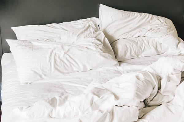 Ga giường từ vải dệt thoi rất dễ nhăn nhàu, mất thẩm mỹ