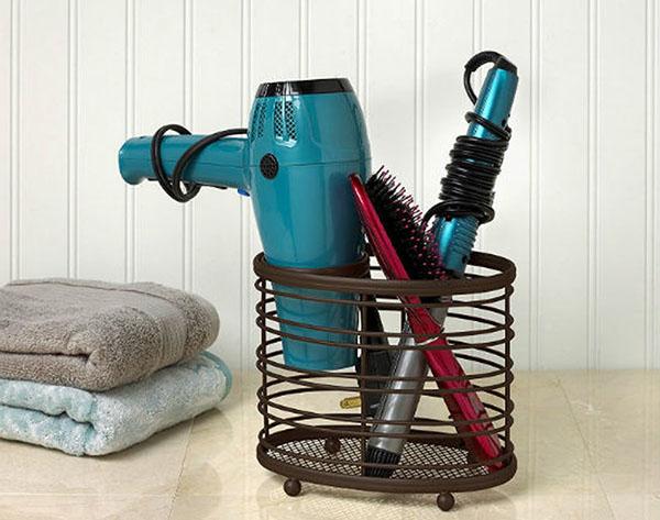 Máy sấy tóc khách sạn được trang bị trong phòng tắm hoặc trong ngăn bàn phòng ngủ