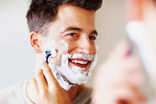 Nên dùng riêng dao cạo râu để đảm bảo an toàn cho bạn thân