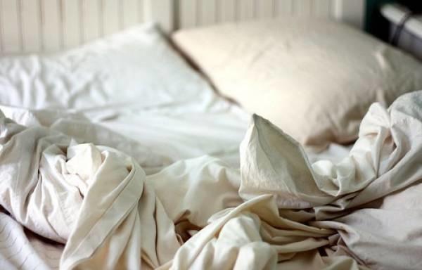 Đây là sai lầm làm ga giường nhanh hỏng rất phổ biến do chủ quan