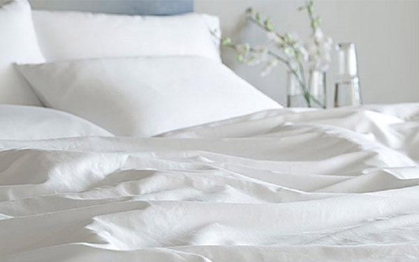 Ga trải giường khách sạn nhanh hỏng vì các thói quen vô tình sau