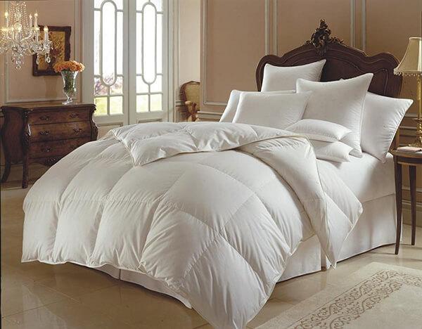 Hầu hết ga trải giường trong khách sạn, nhà nghỉ đều là màu trắng nên cần vệ sinh cẩn thận