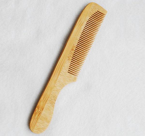 Sản phẩm lược bằng chất liệu tre giúp tóc chắc khỏe hơn, hạn chế hư tổn cho tóc