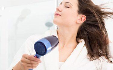 Trang bị và mang máy sấy tóc khi đi du lịch: Nên hay Không?