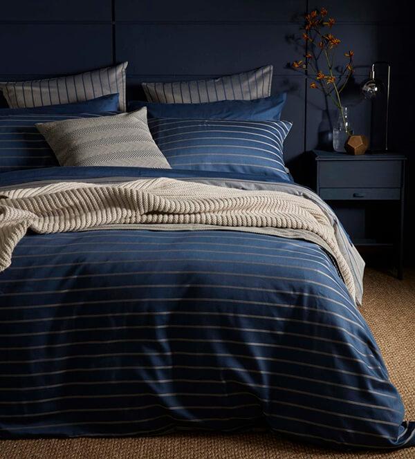 Mẫu thiết kế kẻ sọc làm nổi bật phòng ngủ