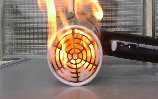 Máy sấy tóc bị cháy