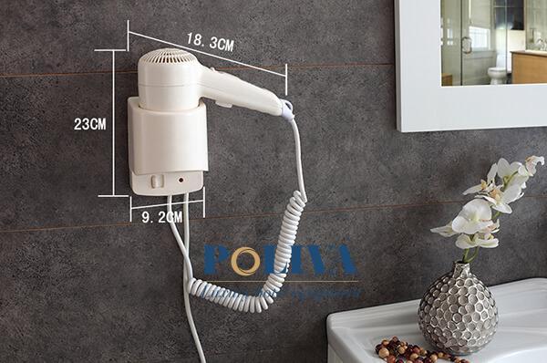 Máy sấy tóc gắn tường kích thước nhỏ thường được trang bị tại các khách sạn