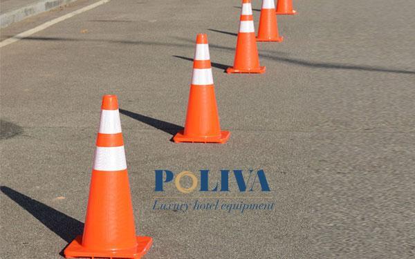 Cọc tiêu hình chóp nón được sử dụng phân làn giao thông