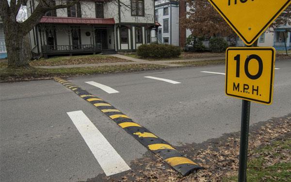 Gờ giảm tốc độ được lắp đặt nhiều trong các khu vực đông người