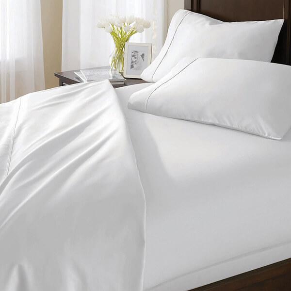 Tuy là loại vải thô nhưng vì giá rẻ nên các khách sạn bình dân thường dùng chăn ga chất liệu này