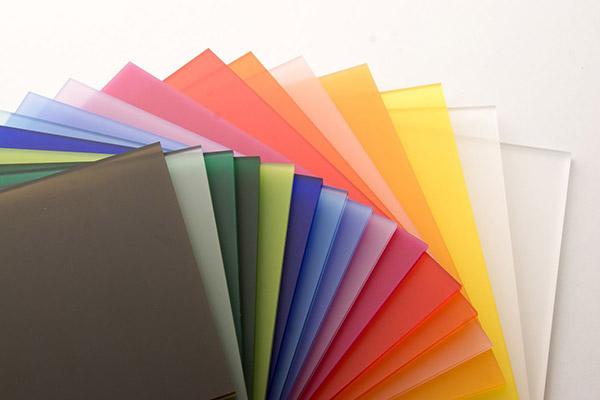 Poly Methyl Methacrylate được biết đến là 1 loại nhựa dẻo