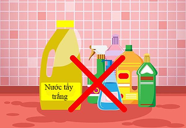 Các chất tẩy mạnh không được khuyến khích khi giặt ga giường