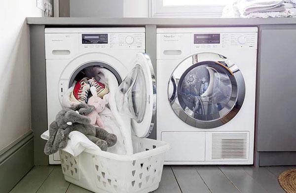 Do không có thời gian giặt nhiều lần nên sai lầm khi cho chung tất cả vào một lần giặt rất phổ biến