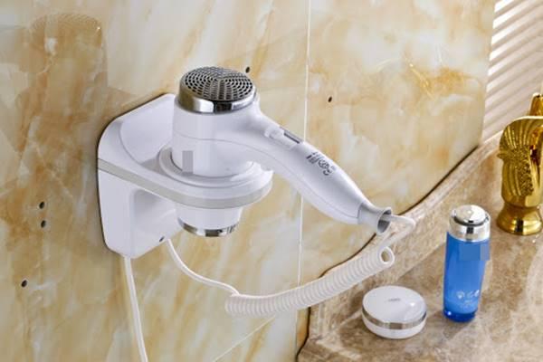 trang bị máy sấy tóc gắn tường
