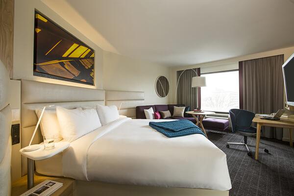 Trong khách sạn có bao cao su không?